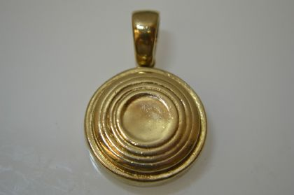 9ct Gold Clay Pigeon Pendant